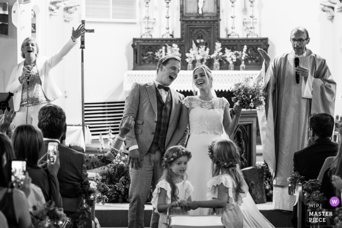 Flanders wedding photographer for indoor church weddings