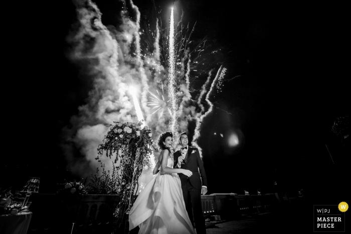 villa lario mandello lago di como - fireworks, night, bride, groom