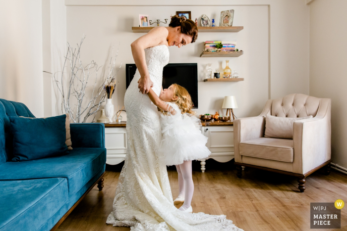 Turkey Home Photography before Istanbul Wedding - Girl Loves the Bride