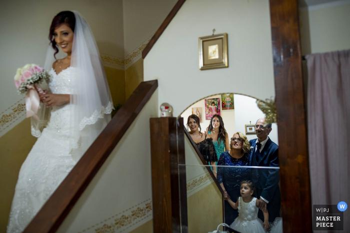 Reggio Calabria wedding photographer captures the first look at the bride