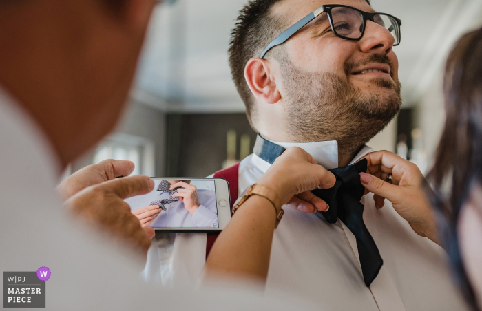 Wermelskirchen wedding reportage photography - getting ready, tie bow tie