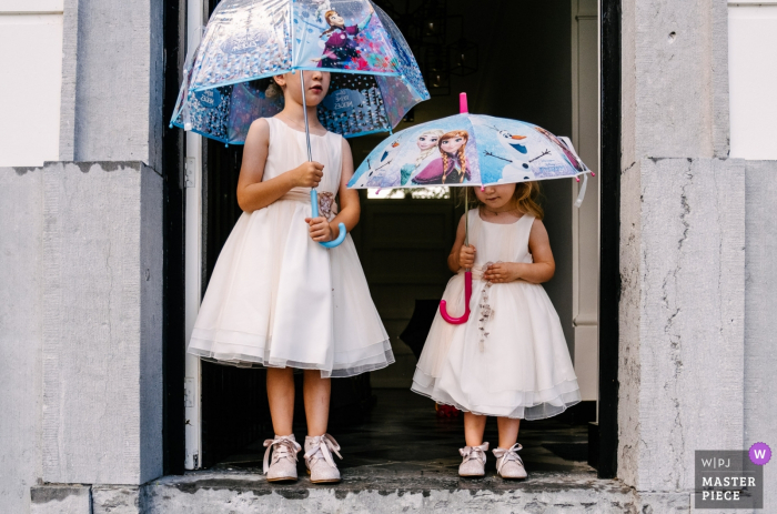 Flanders Wedding Girls waiting on the rain - children photography