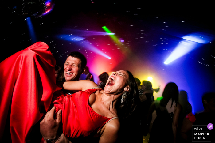 Somerford Farm, Cheshire wedding photos — Getting down on the dance floor at a marquee wedding