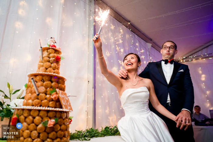 Wedding photography from the family house in Nantes — Bride playing with fire