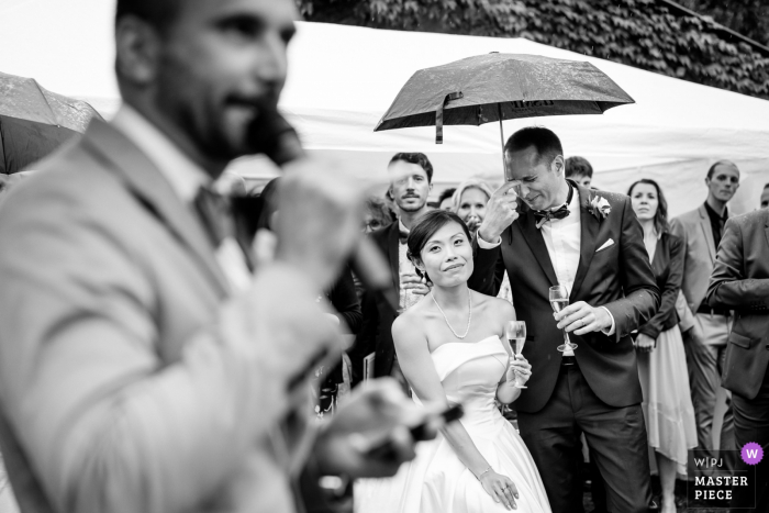 Family house in Nantes wedding photographer | Emotion of the groom during his brother toast.