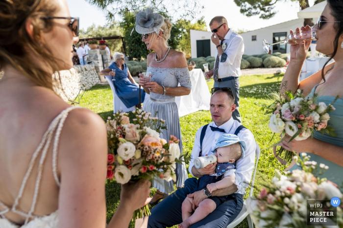 Fotos der Hochzeitsfeier in Kalabrien - mehr Geschichten auf einem Foto, jeder trinkt etwas