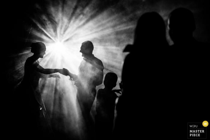 riba de ave. - wedding photographer for black and white reception photos