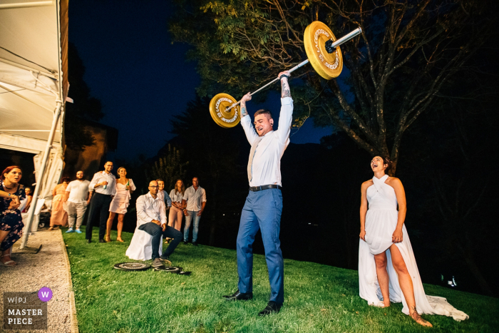 Trento wedding reception photographer — Groom bodybuilding