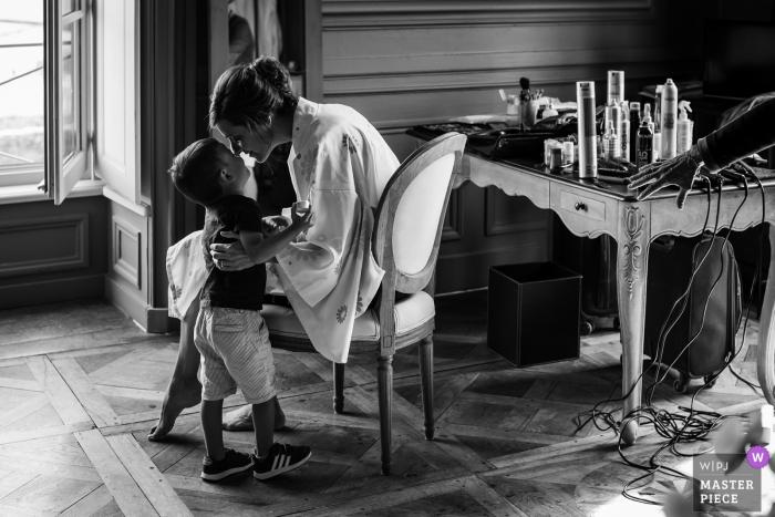Lyon wedding photographer – Hotel photos of Mama's little boy