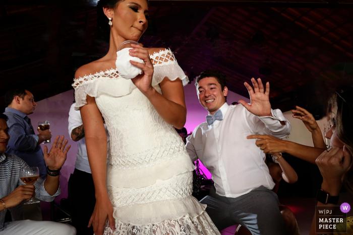 Recanto São Bento Hochzeitsfotografie von Braut und Bräutigam tanzen