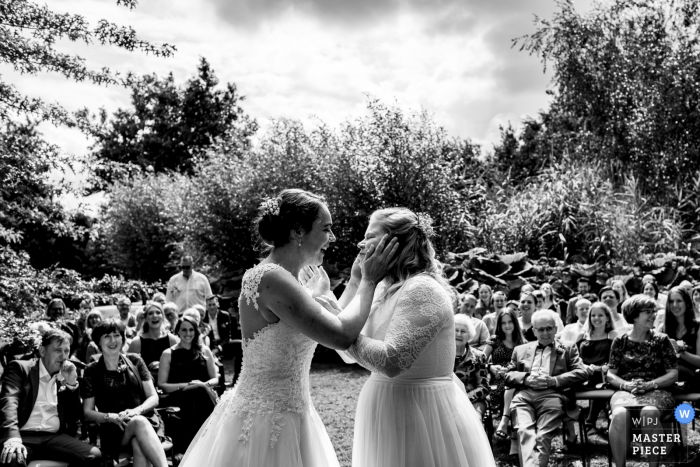 Netherlands Outdoor Wedding Ceremony Pictures – The moment the became partners for live and wanted to seal it with a kiss.
