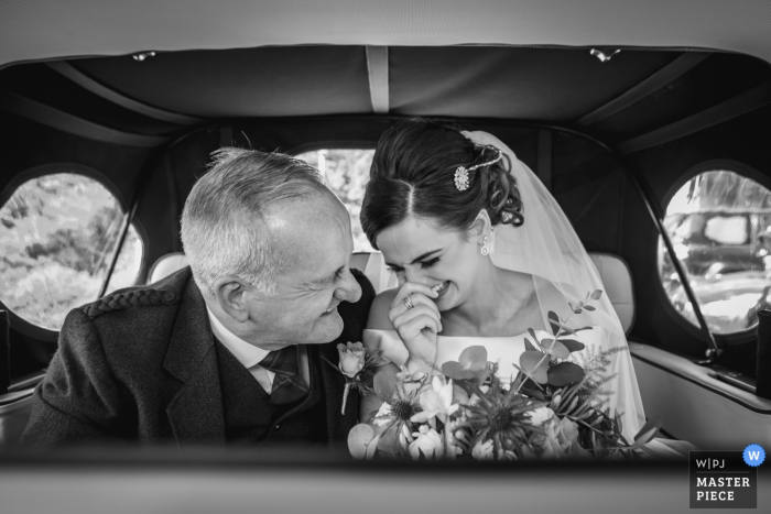 Scotland Wedding Auto Ride Photography | Bride & father arrive in the wedding car.
