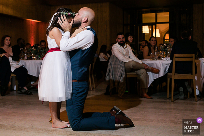 Burgundy wedding photographer in France: Dinner - reception venue- Groom and his daughter