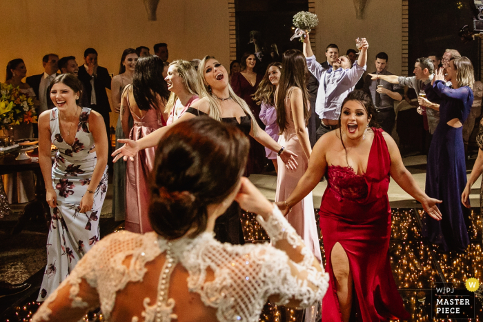 Casa Valduga wedding photography - Godfather taking the Bride's Bouquet while bridesmaids don't understand