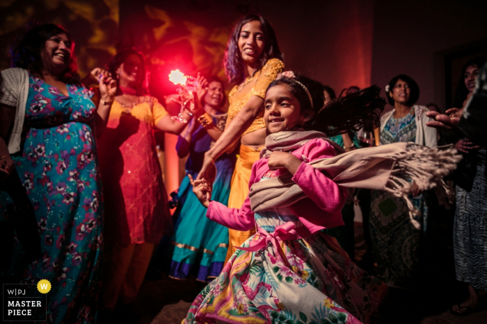 Wedding photos from the hotel Tivoli Evora | Girl dancing with the bride