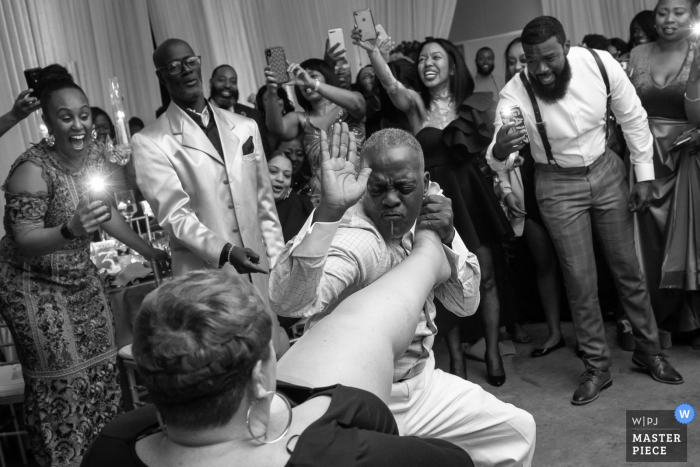 Marylandwedding reception in Baltimore - Action photography from the dance floor: come here girl