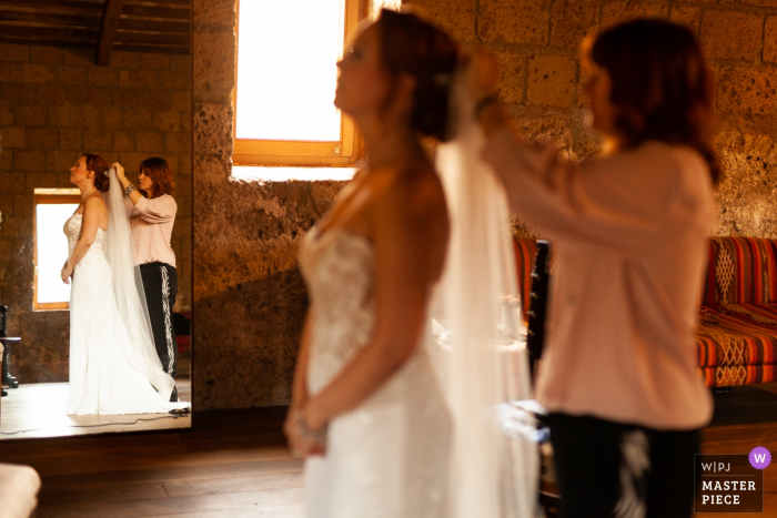 Abbazia di San Giusto wedding image of the bride getting ready with the help of her aunt