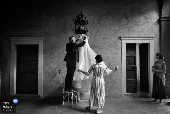 Convento dell'Annunciata, Medole, Mantova wedding image contains: Getting ready Bride.