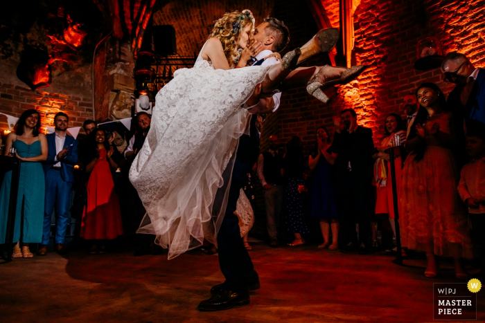 Kasteel Duurstede, Wijk bij Duurstede, Netherlands photographer: A proper lift in this first dance of Paul and Francesca during their wedding party.