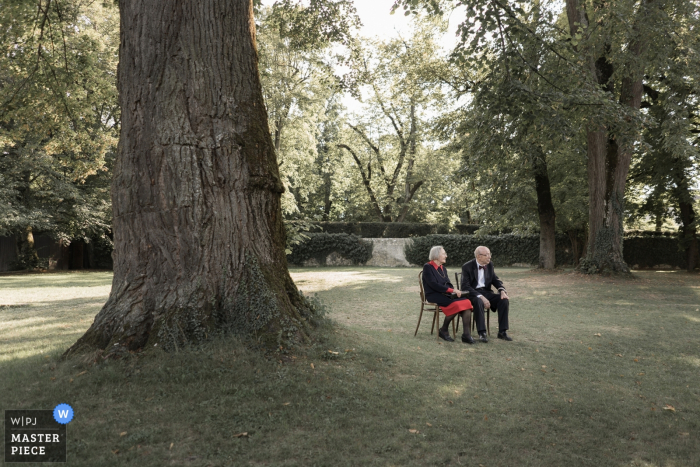 Geneva Wedding Photographer: Love is never getting old | Outdoor under the trees