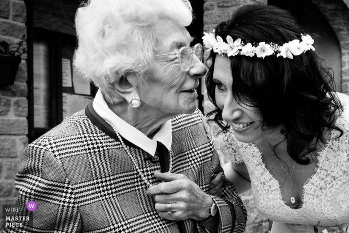 Le bois d'Oingt wedding day photos | Grandma moment, this picture is important for the bride, because she lost her grandma few days after the wedding.