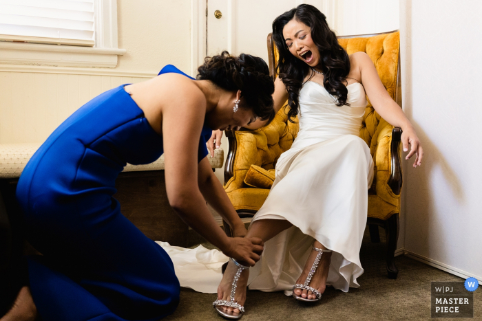 Los Angeles, Ca wedding photography | Bride exclaims as she puts on her shoe