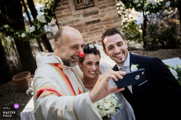 Trequanda, Siena, Fattoria del Colle Wedding   Funny moments right after the cemerony