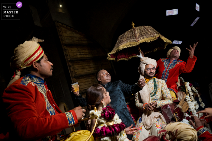 Jaipur, India Wedding Photo | Tips to musicians on Baraat procession