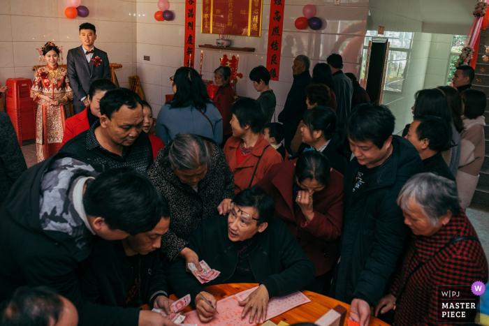 Fujian Wedding Image of an exchange of money ceremony