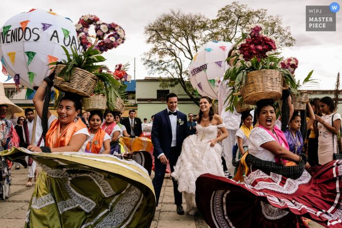 Mexico street wedding photography from Oaxaca City of the Wedding calenda