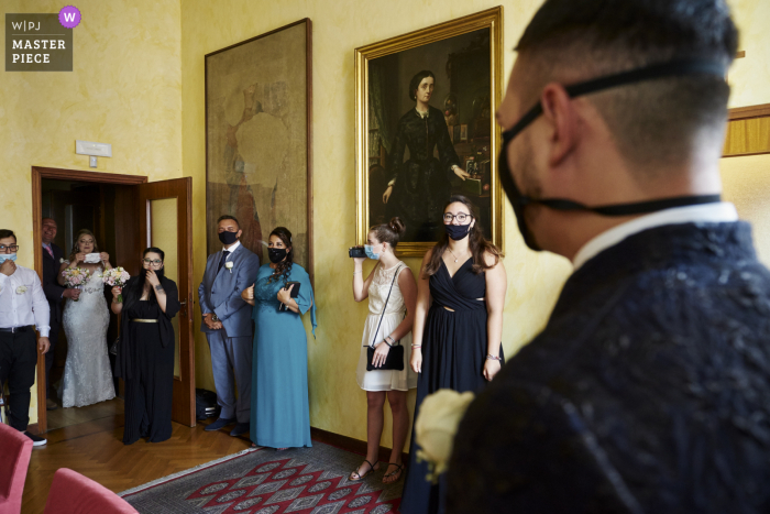 The bride arrives to the wedding ceremony in the mayor's office, Busto Garolfo