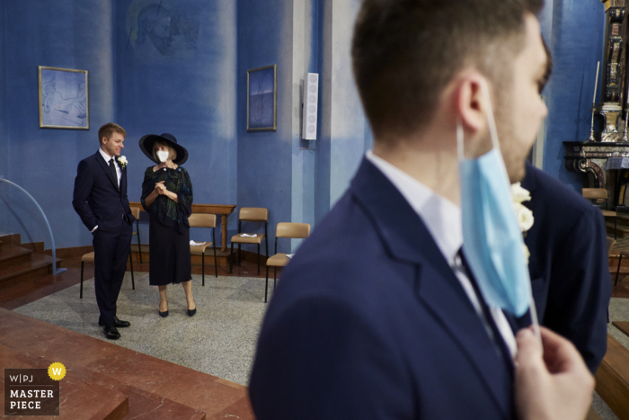 IT wedding photo from the Chiesa di S. Giulio, Barlassina - ITALY showing the waiting for the bride