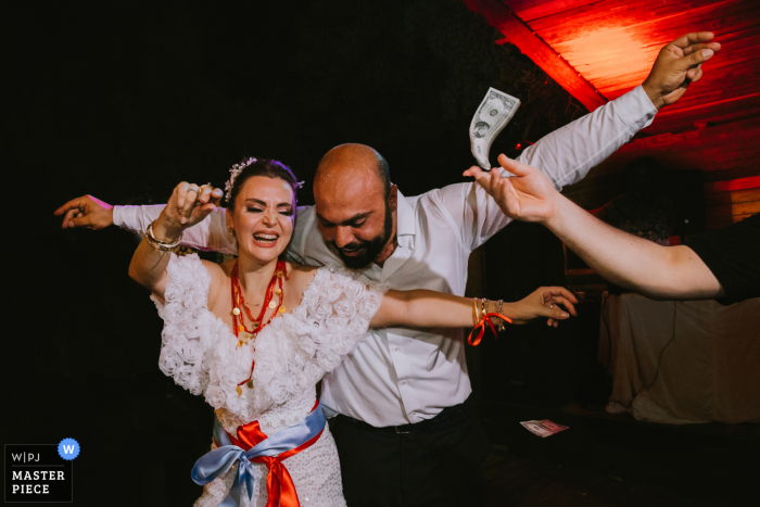 wedding photography from Kırbahçesi Mersin of the Bride and groom dancing while a dollar flying