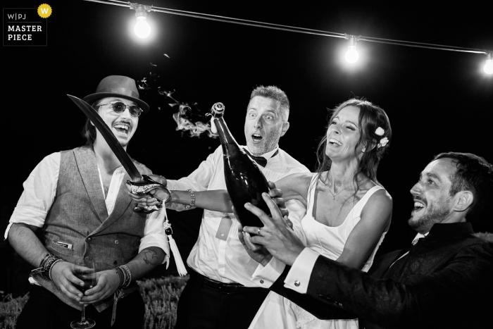 IT wedding photo from the reception at a villa in Certaldo - Tuscany - Open the prosecco