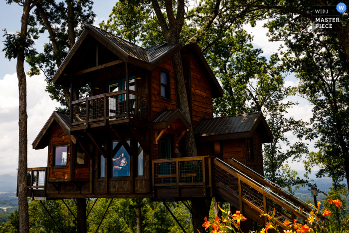Colorado wedding Prep of ceremony in a treehouse with a clamped speed light and photographer waiting outside for makeup