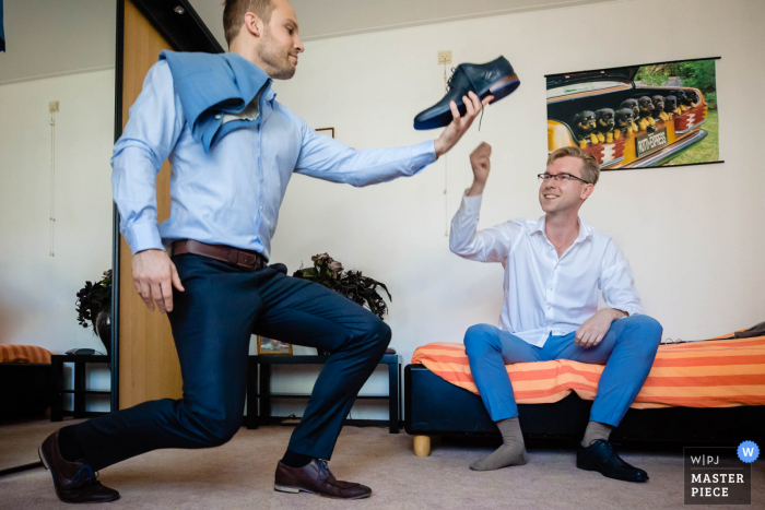 A Noord Brabant wedding image of the groom getting ready at home before the ceremony