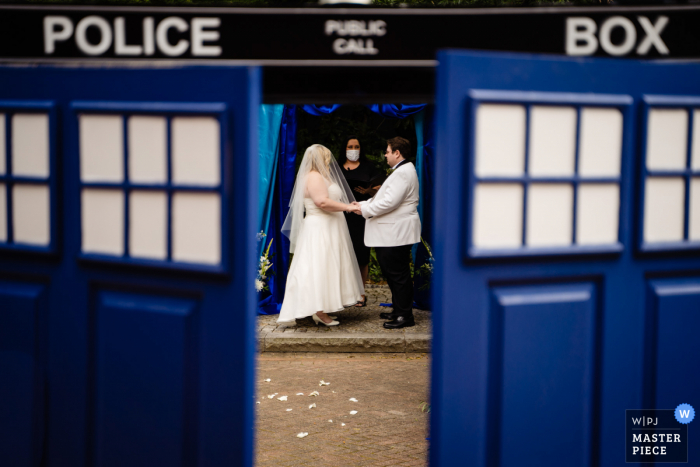 Wedding photography from Atlanta Georgia of a Couple getting married in a tardis