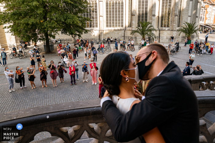 Wedding photography from Town Hall Leuven showing a kiss with COVID Safety first