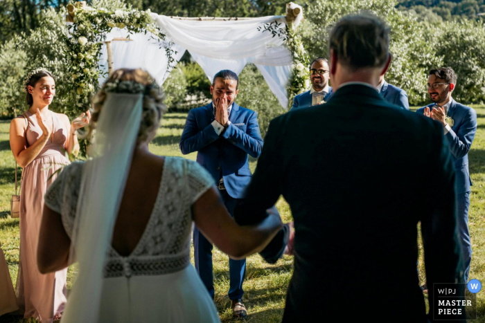 Bouches-du-Rhone wedding photography in the area of the rotunda of the bride discovery