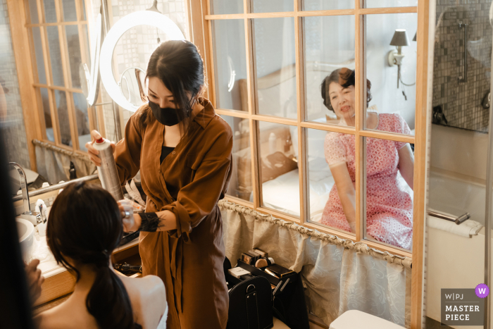 Taipei wedding photography of getting ready at the Taiwan Hotel