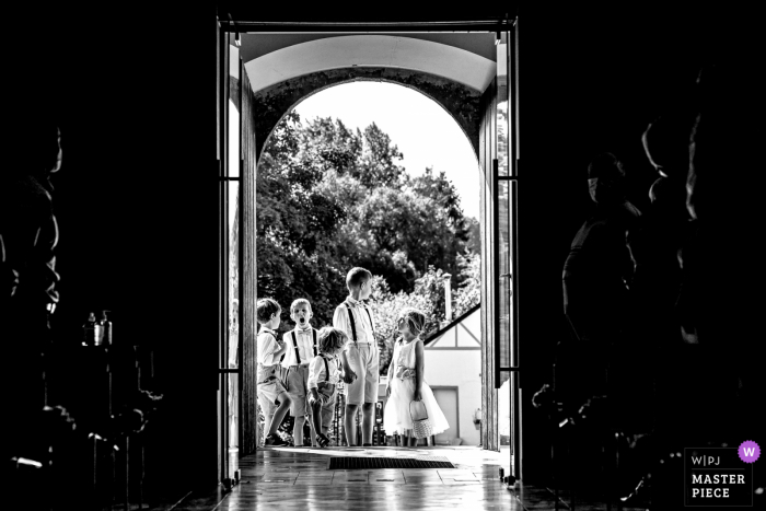 Belgium church wedding image of the flowerkids waiting for the ceremony to begin