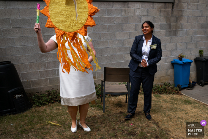 Vlaams Brabant wedding photographer captured this Aarschot party image - Long live the pinata