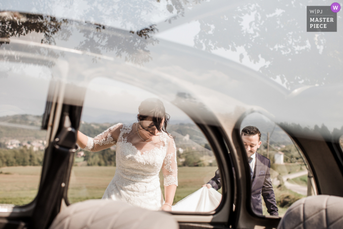 Alessandria wedding photography from Piedmont, Close to the reception location as the bride and groom were about to get into the car when the bride lost a shoe