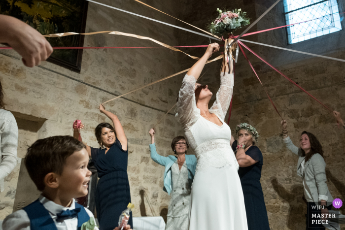 Turenne The bouquet cutting ribbons wedding photo from the reception party