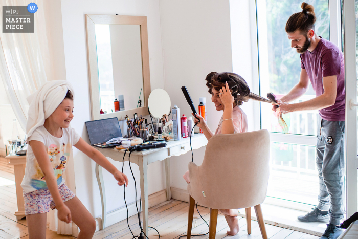 Wedding photography from Ongal complex, Karpachevo, Bulgaria of the Bride getting her hair done while chatting with her little daughter