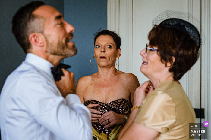 Lyon wedding photo from Auvergne-Rhône-Alpes of getting ready with a witness of the groom with a stupor expression on the face