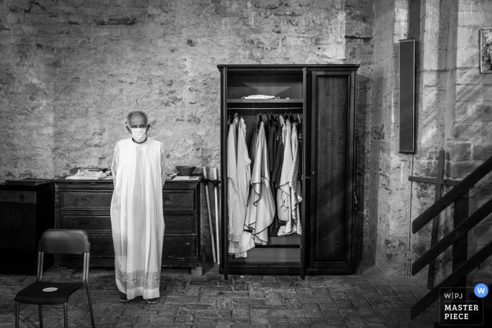 Ancona wedding photography from the Church of Sant'Elena of the waiting and mask-wearing Priest