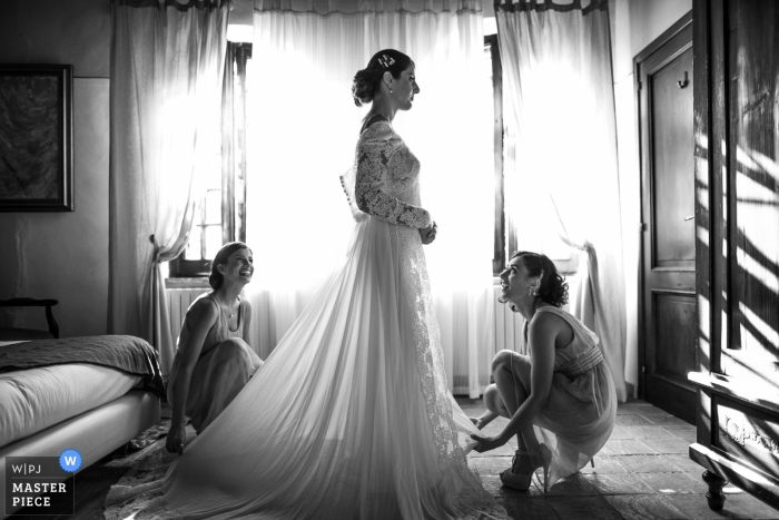 Relais Borgo Ortaglia, Montepulciano, Italy wedding photograph of the bride getting ready