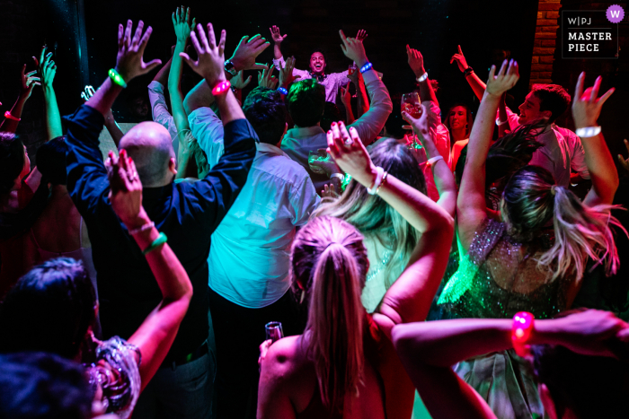 Emma Trein, Canela, Brazil wedding photography - wedding guests partying and dancing