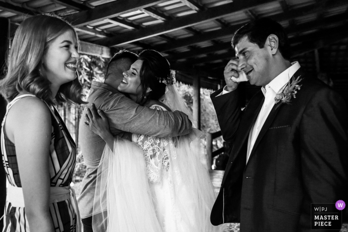 Goias wedding image of the bride and groom in an emotional image of tears and hugging at this home-based wedding
